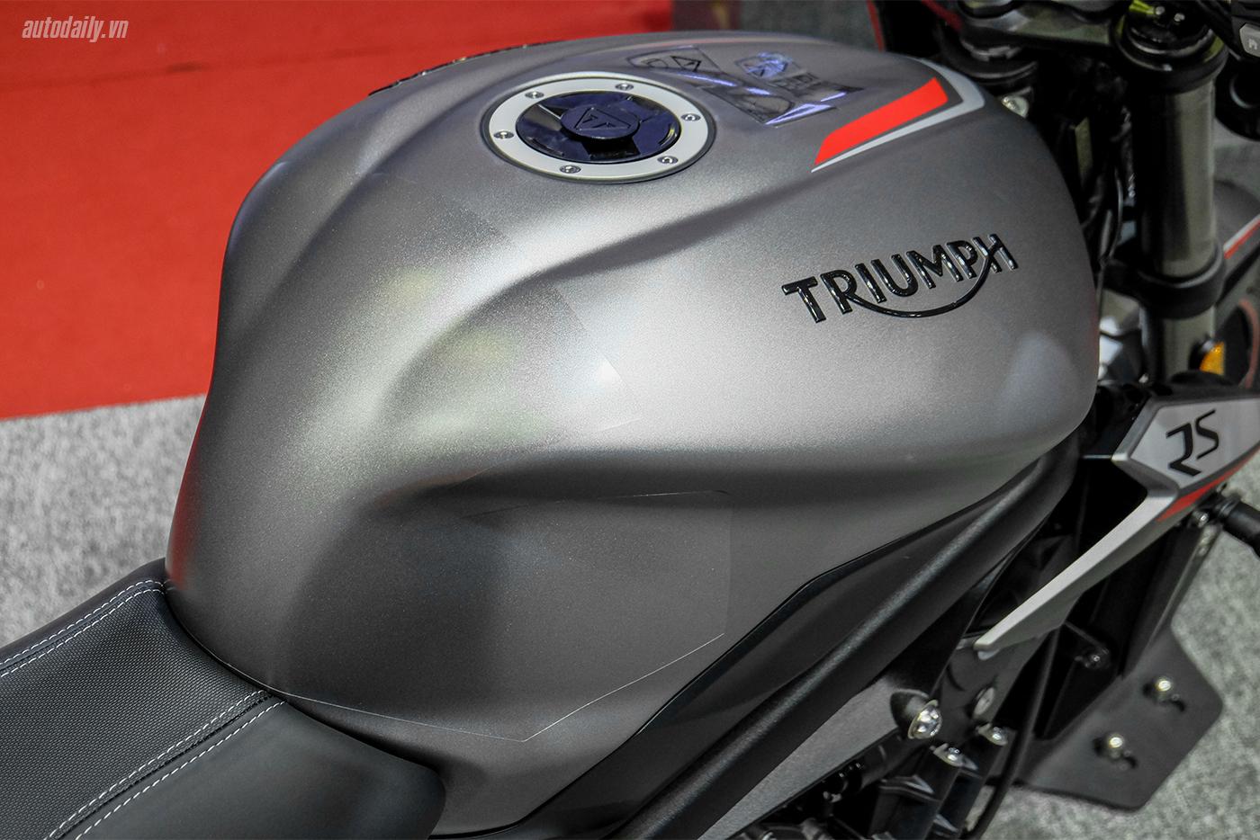 triumph-street-triple-rs-17.jpg