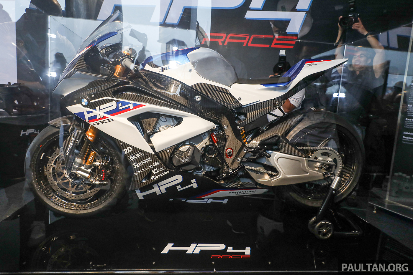 bmw-hp4-race-carbon-10.jpg