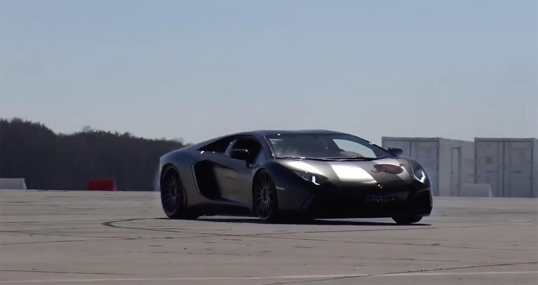 """Khiêu vũ"" cùng Lamborghini Aventador"