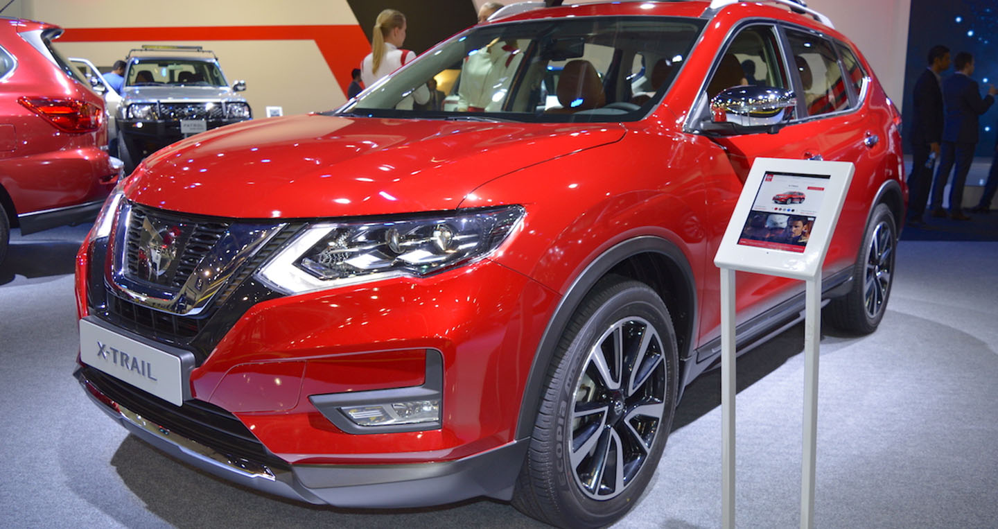 2018-nissan-x-trail-front-three-quarters-left-side-at-2017-dubai-motor-show.jpg
