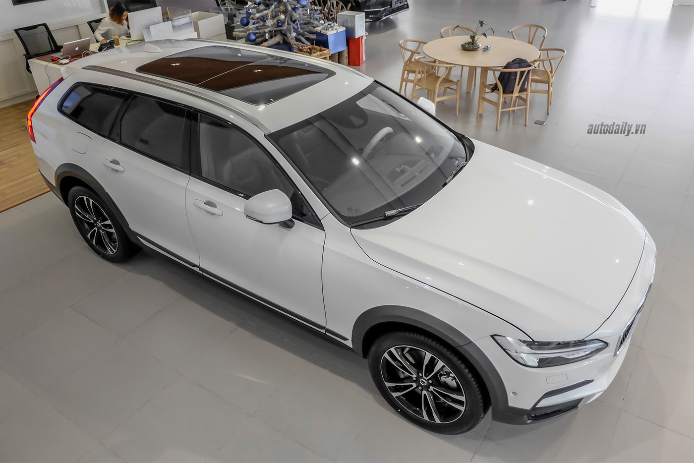 volvo-v90-cross-country-2018-1.jpg