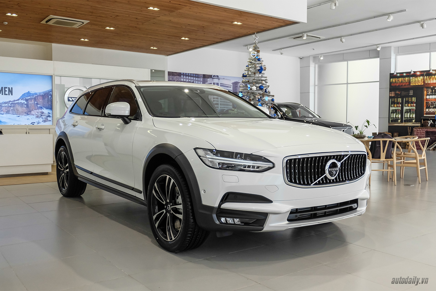 volvo-v90-cross-country-2018-2.jpg