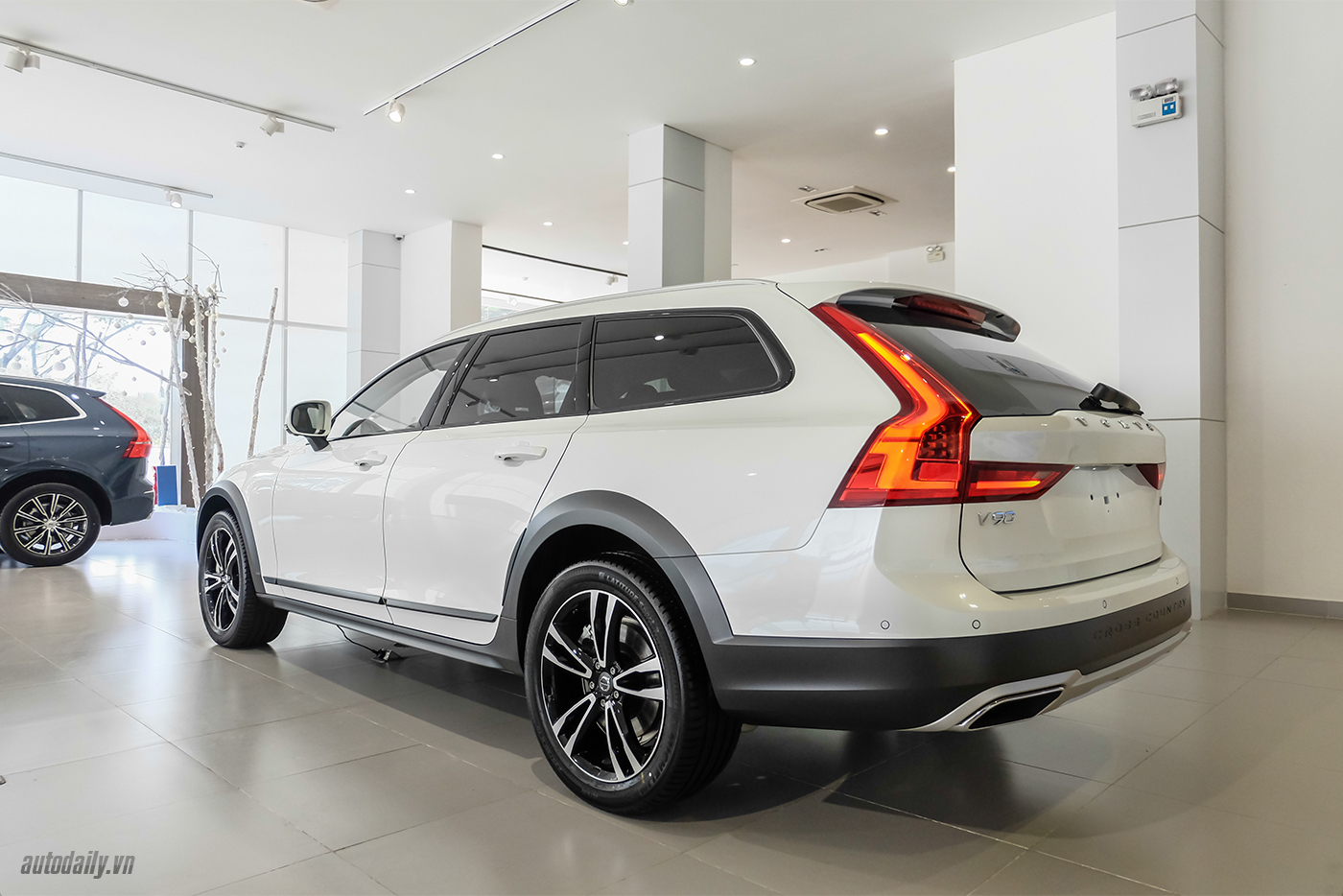 volvo-v90-cross-country-2018-4.jpg