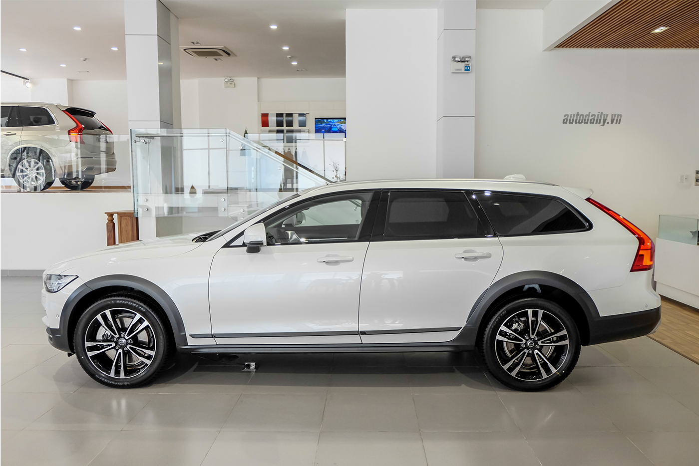 volvo-v90-cross-country-2018-5.jpg