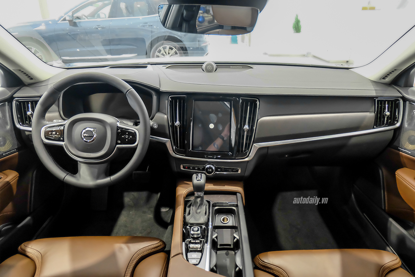 volvo-v90-cross-country-2018-7.jpg