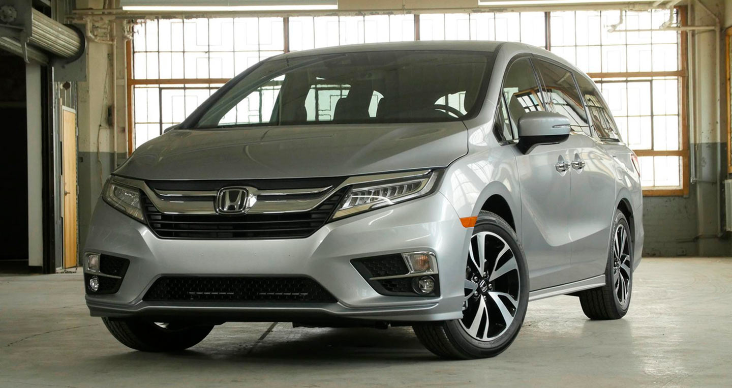 2017-chrysler-pacifica-vs-2018-honda-odyssey-1.jpg