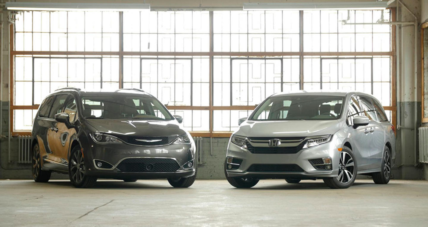 2017-chrysler-pacifica-vs-2018-honda-odyssey.jpg