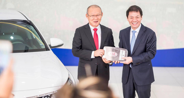 THACO trao tặng xe Kia Optima cho HLV Park Hang Seo
