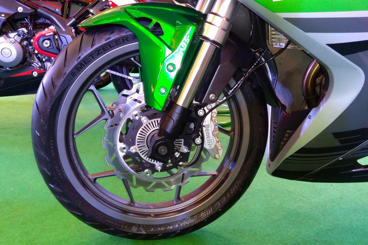 dsk-benelli-302r-front-wheel-side-view-indian-launch.jpg