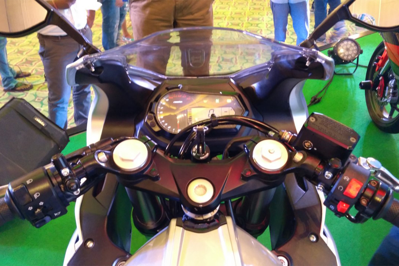dsk-benelli-302r-handlebar-indian-launch.jpg