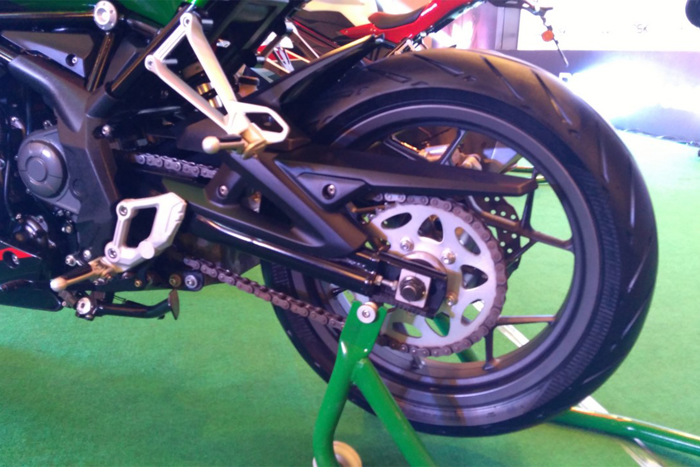 dsk-benelli-302r-rear-wheel.jpg