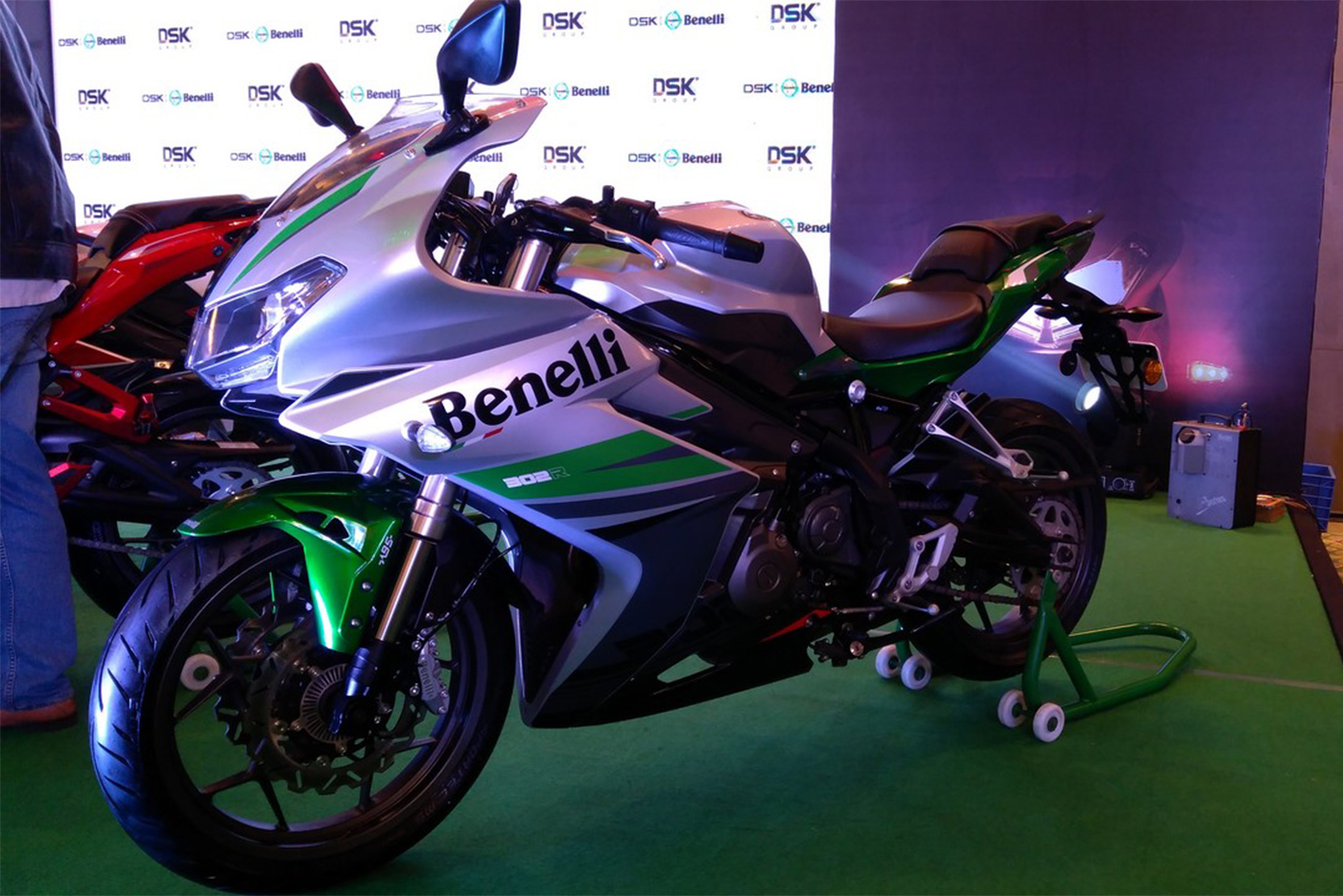 dsk-benelli-302r-silver-verde-front-three-quarters-indian-launch.jpg