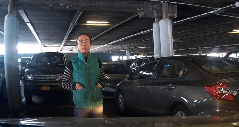 Video: Người phụ nữ đứng 'xí chỗ' ở bãi đậu xe