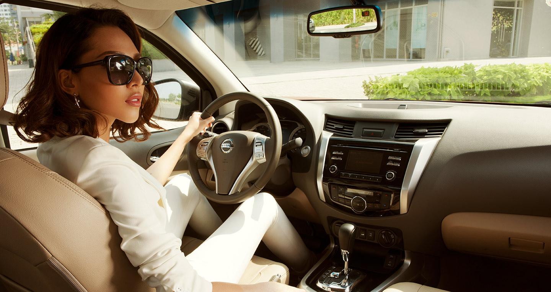 """""""Chất"""" như phụ nữ lái xe bán tải"""