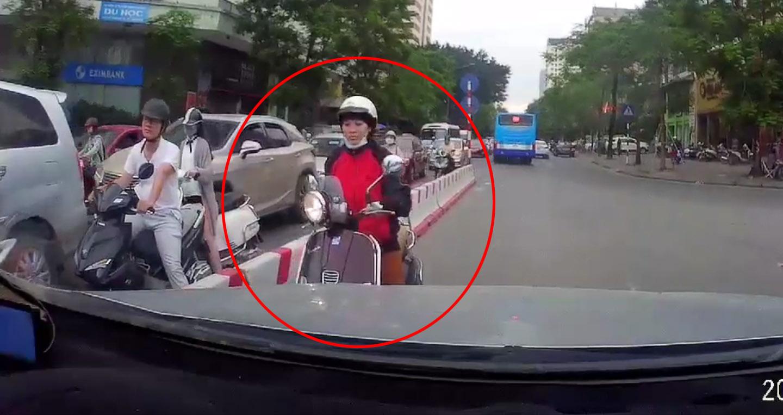 Clip xe máy tạt đầu, đi ngược làn đường hot nhất tuần