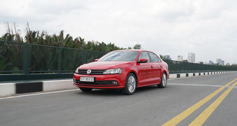 "Volkswagen Jetta giảm giá ""sốc"", lên đến 100 triệu"