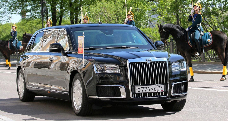 Chiếc Limo chống đạn đặc biệt của Tổng thống Putin lăn bánh