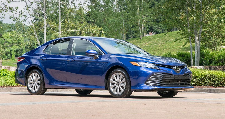 Toyota Camry bỏ xa các đối thủ về doanh số