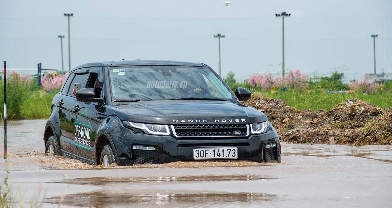 Offroad kiểu quý tộc trên xe Land Rover: Không phanh, không ga chỉ đánh lái