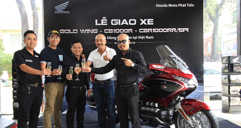 4 khách hàng Việt đầu tiên nhận xe Honda CB1000R và Gold Wing chính hãng