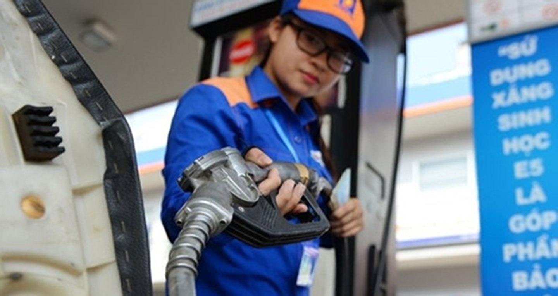 Giá xăng tăng sau hai tháng đứng yên