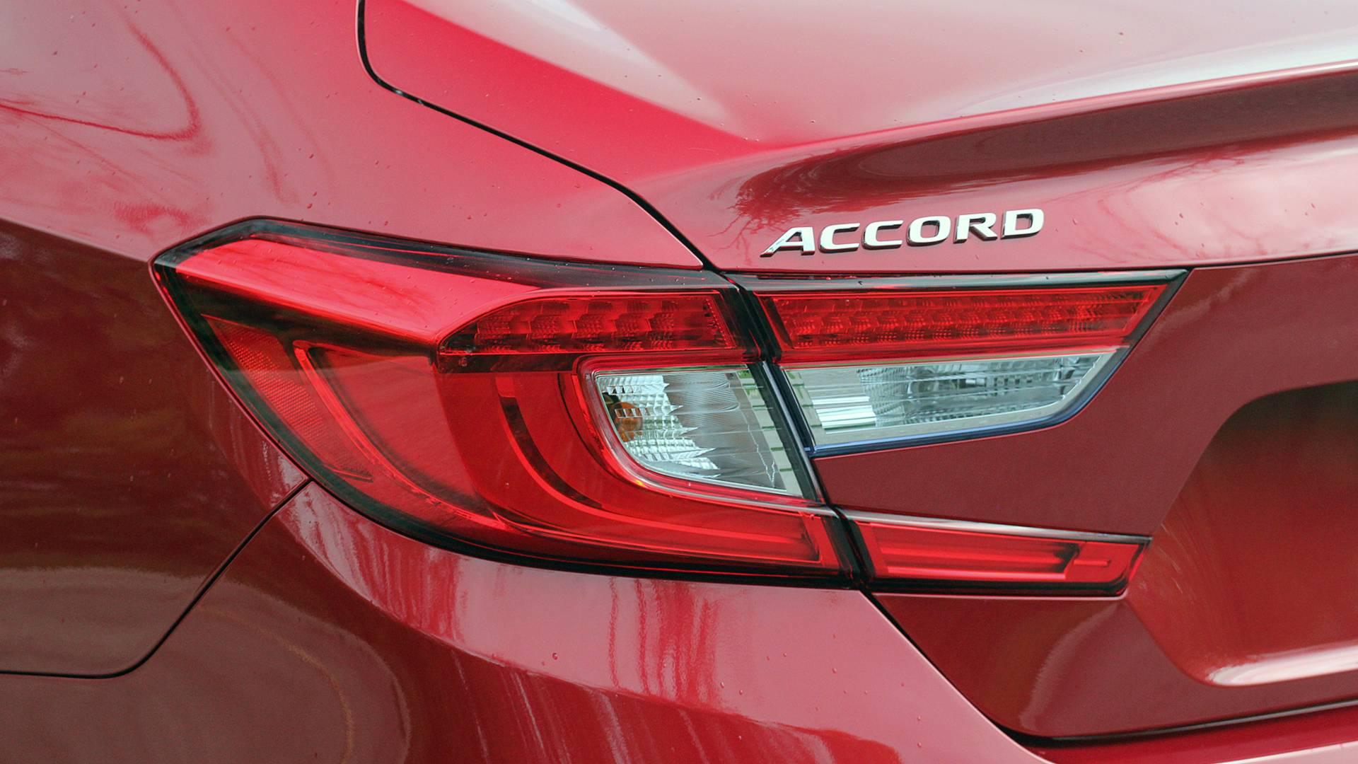 2018-honda-accord-hybrid-danh-gia-19.jpg