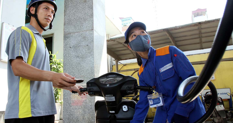 Giá xăng tiếp tục tăng mạnh