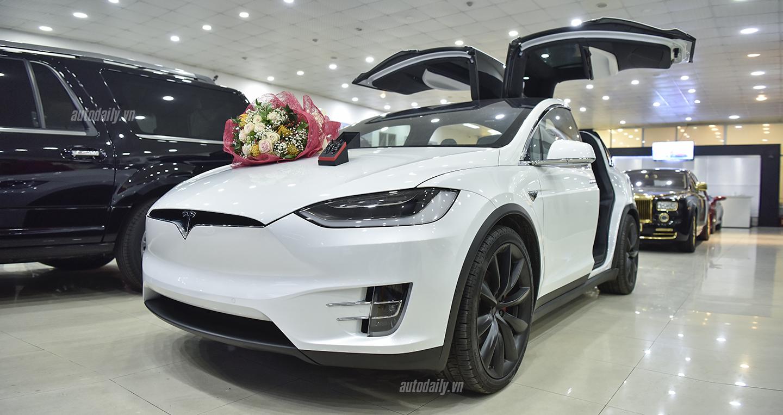 Đại gia Hà Nội chi 9 tỷ tậu Tesla Model X hơn tặng vợ ngày 20/10