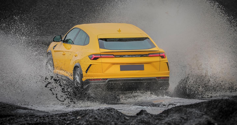 Siêu SUV Lamborghini Urus chinh phục băng đảo Iceland