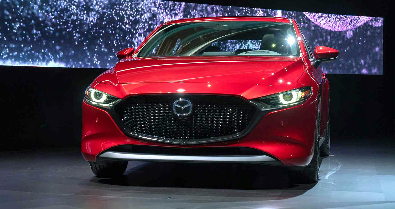 """Video: Những """"vũ khí"""" mới trên Mazda3 2019"""