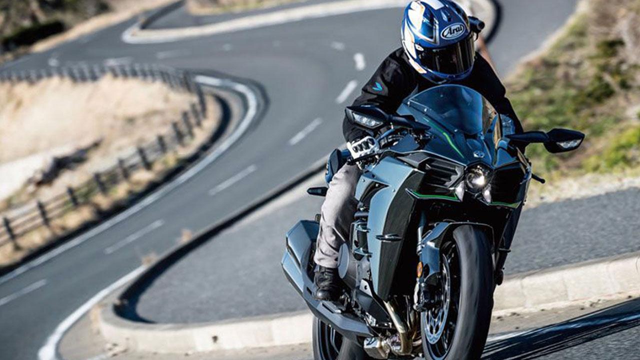 """Kawasaki Ninja H2 tiếp tục đứng đầu bình chọn """"Cỗ máy năm 2018"""""""