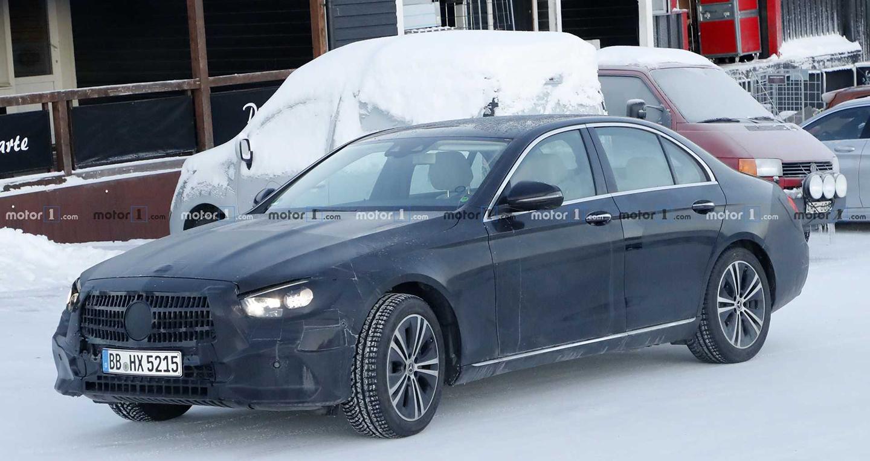 Mercedes E-Class Sedan 2020 lộ ảnh ngoại thất và nội thất