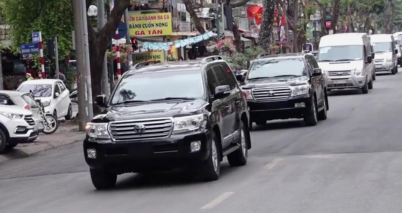 Kim Jong Un mang 2 xe Toyota Land Cruiser V8 sang Việt Nam