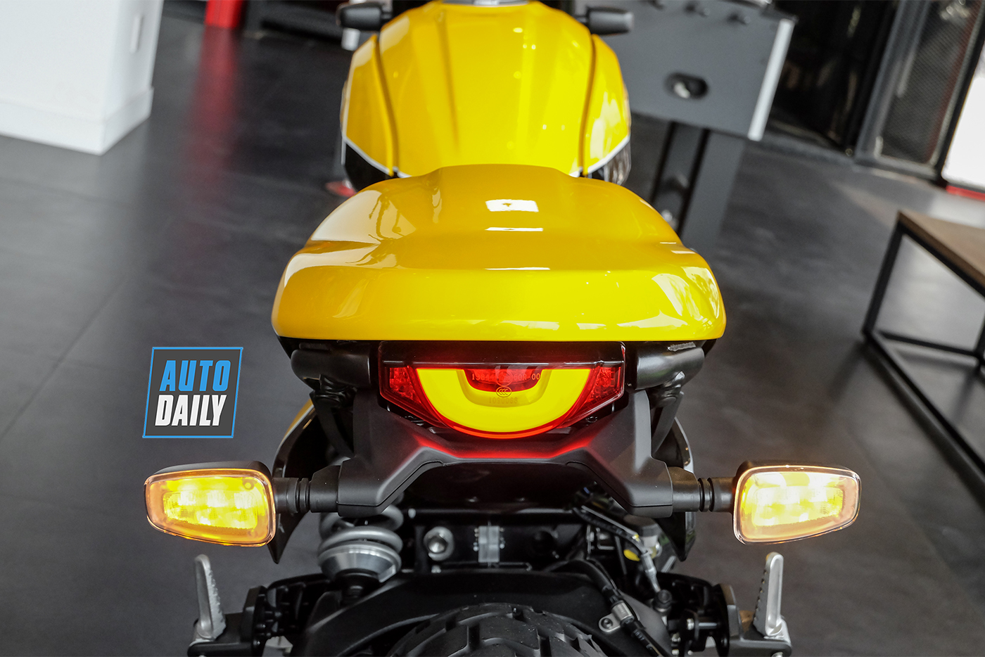 ducati-scrambler-full-throttle-2019-1.jpg