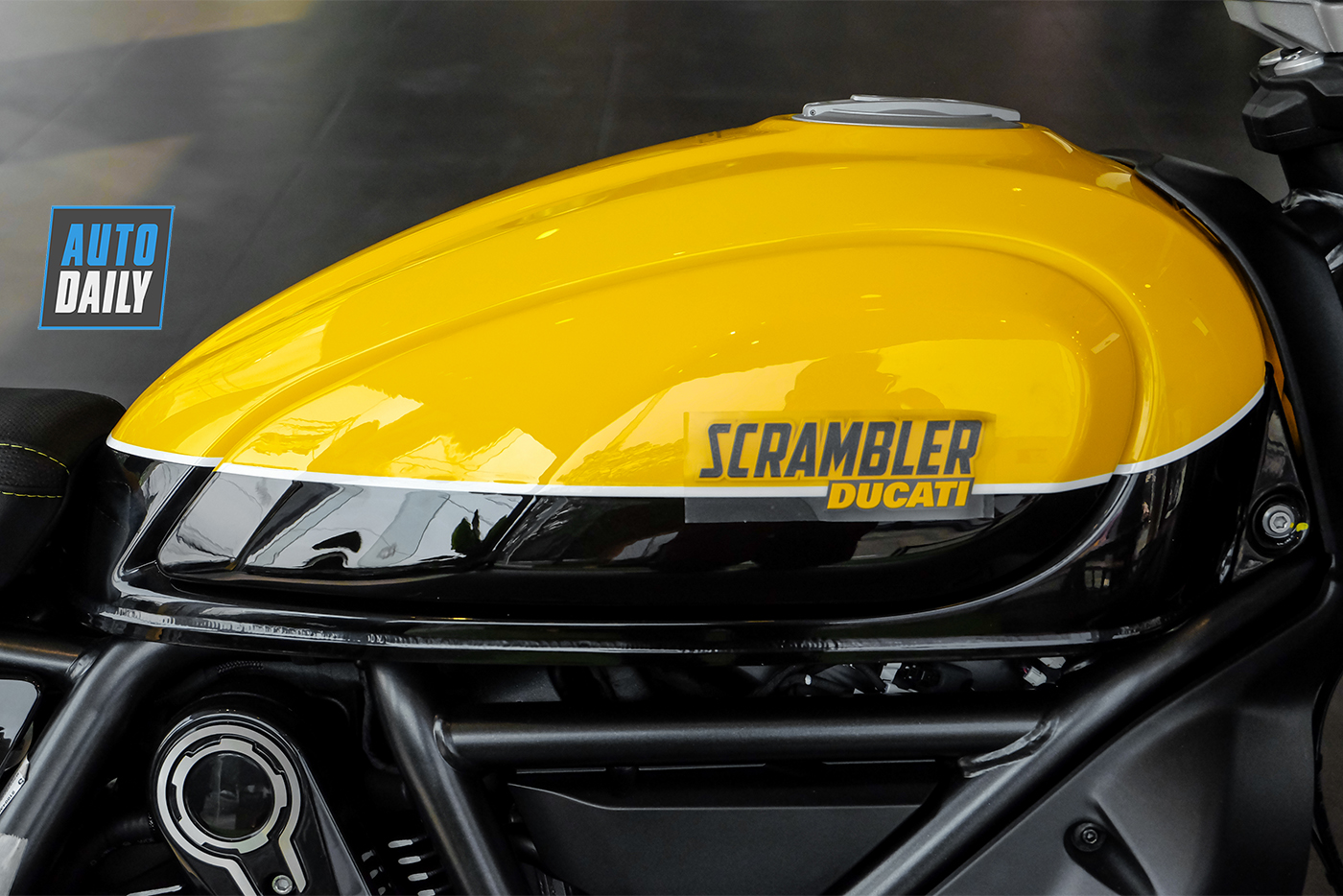 ducati-scrambler-full-throttle-2019-15.jpg