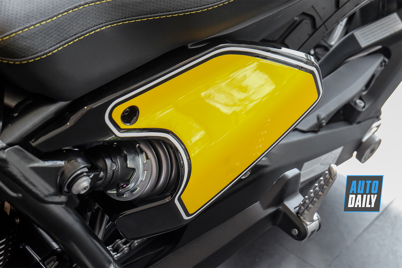 ducati-scrambler-full-throttle-2019-18.jpg