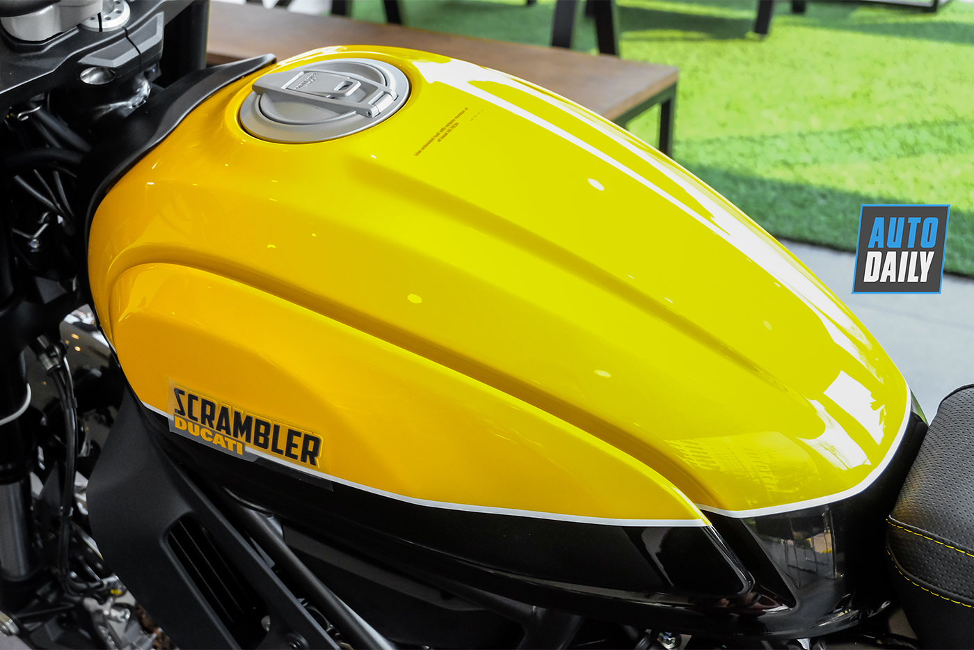 ducati-scrambler-full-throttle-2019-7.jpg