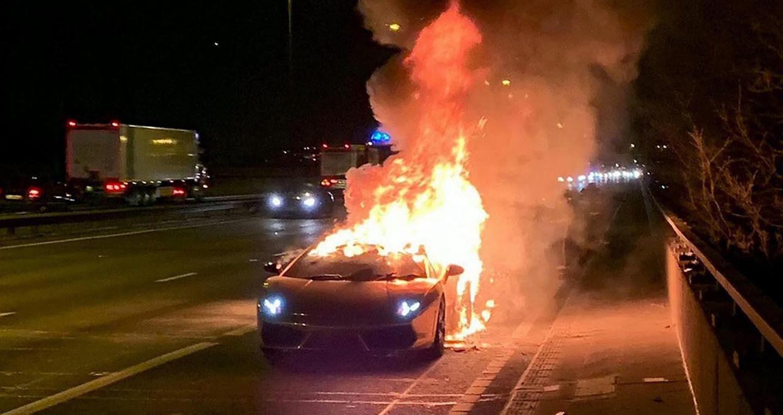 'Siêu bò' Lamborghini Gallardo bốc cháy dữ dội sau khi đi bảo dưỡng