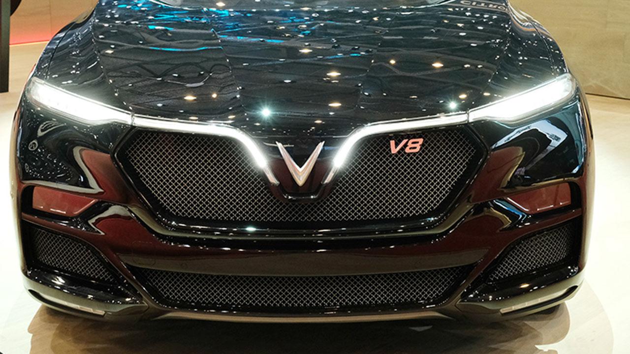 """VinFast mang """"hàng khủng"""" Lux V8 455 mã lực chinh phục Geneva"""