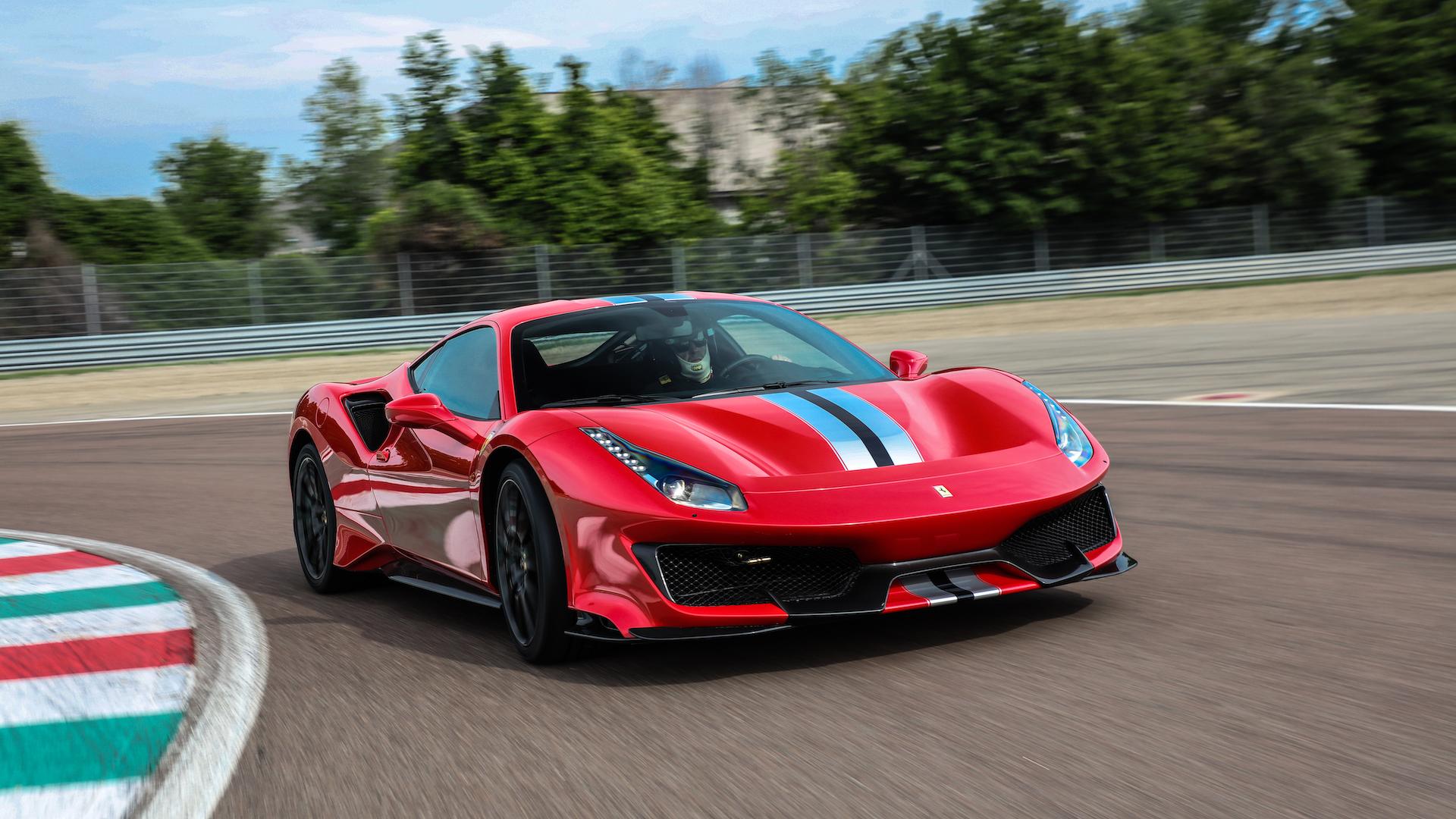 Ferrari triệu hồi xe quy mô lớn vì nguy cơ cháy nổ và lỗi cửa xe