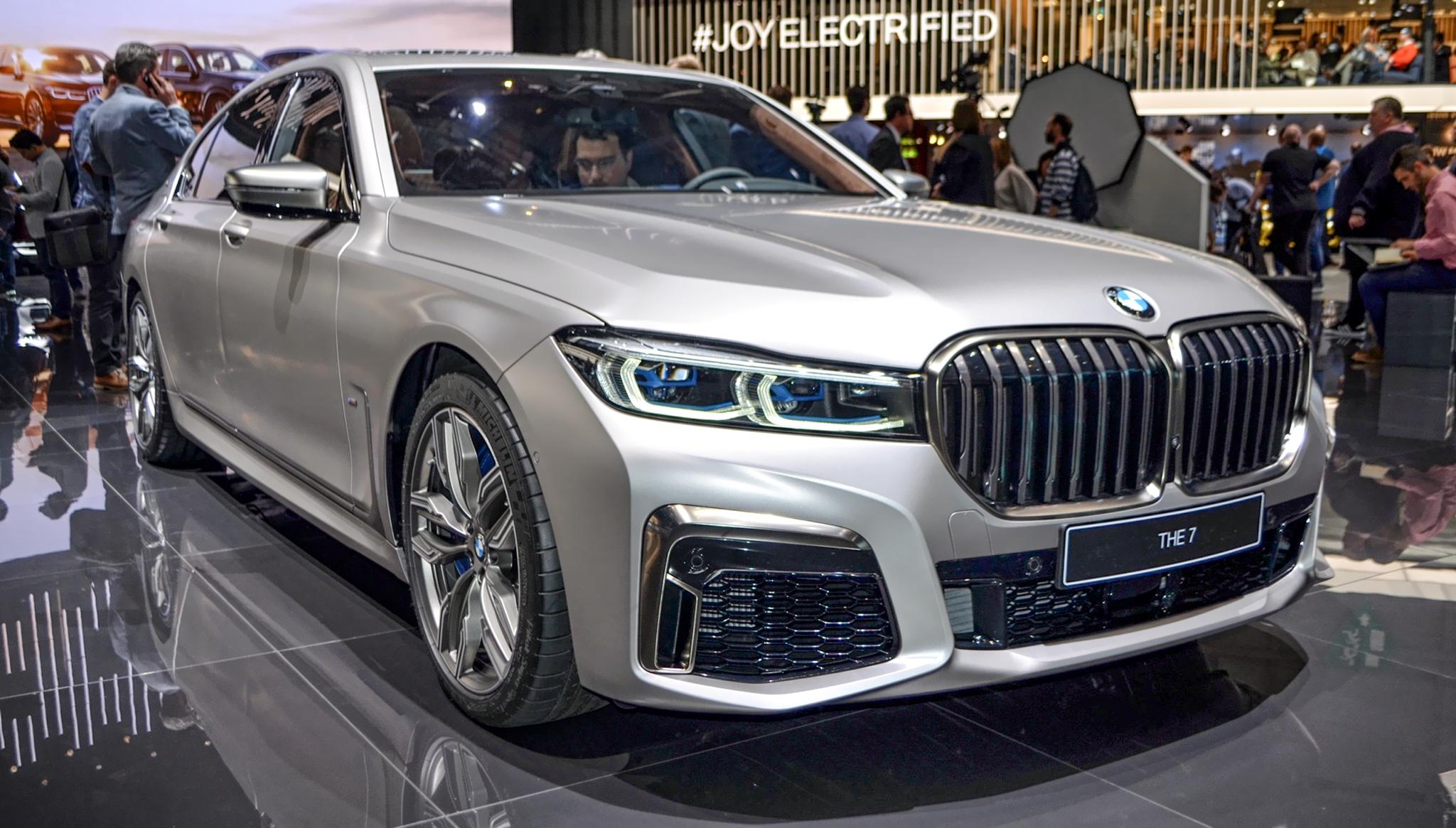 BMW M760Li xDrive 2020 giá 195.000 USD, hiệu suất giảm