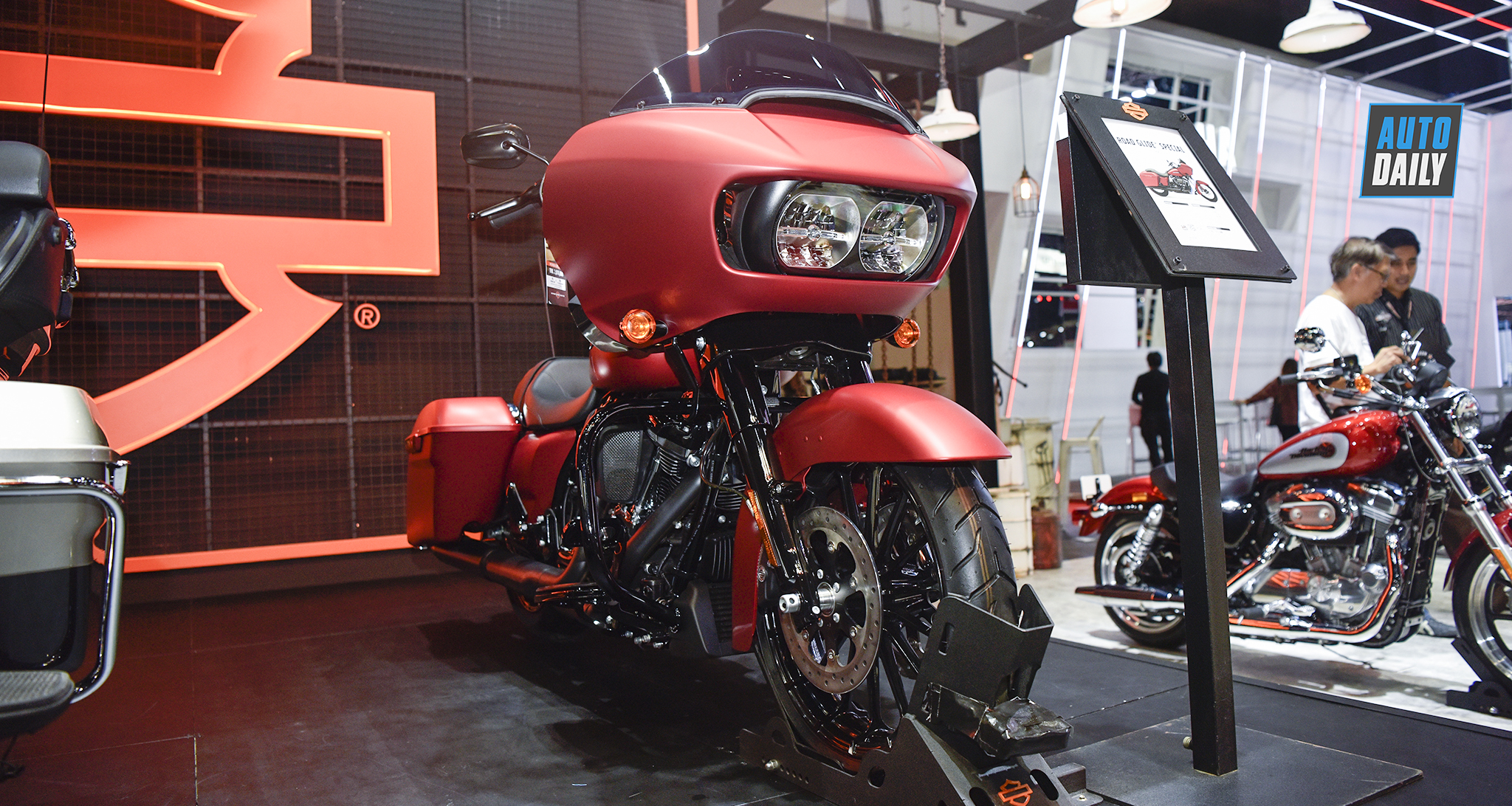 Harley-Davidson Road Glide Special 2019 giá ngang Toyota Camry
