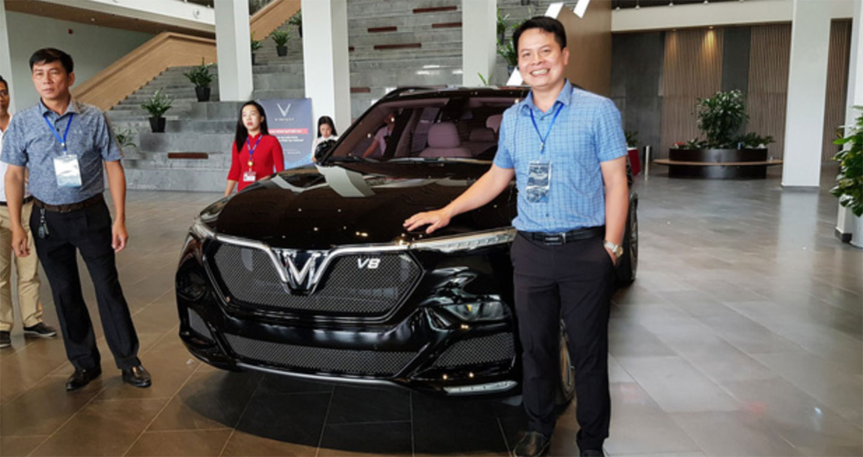 """""""Hàng khủng"""" VinFast Lux V8 xuất hiện tại Việt Nam"""
