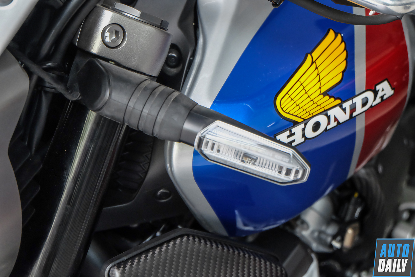 honda-cb1000r-plus-limited-edition-2019-17.jpg