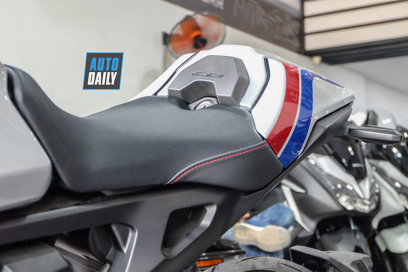 honda-cb1000r-plus-limited-edition-2019-3.jpg