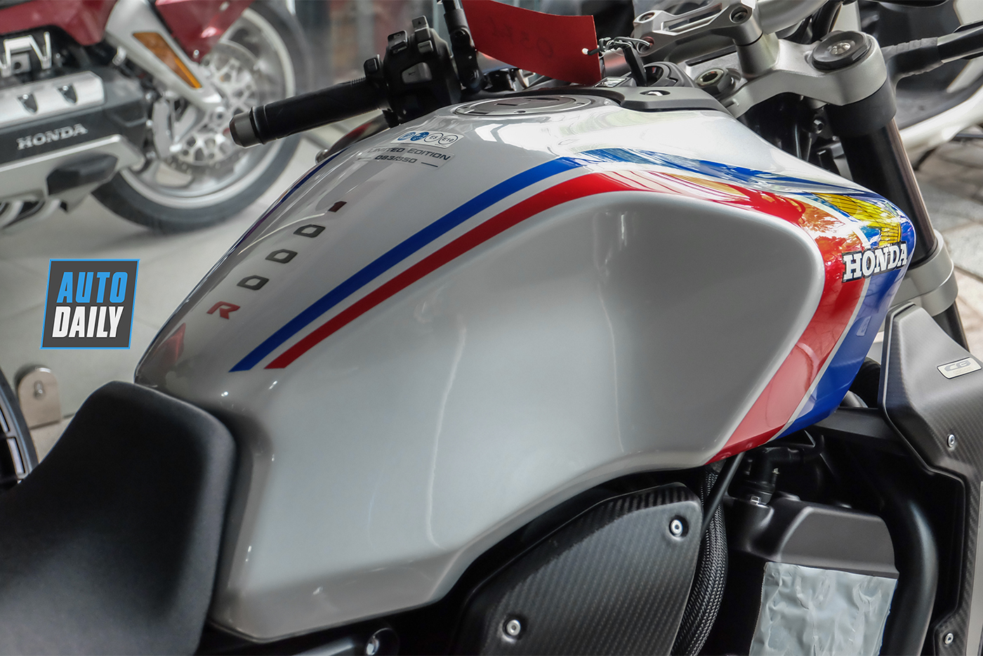 honda-cb1000r-plus-limited-edition-2019-32.jpg