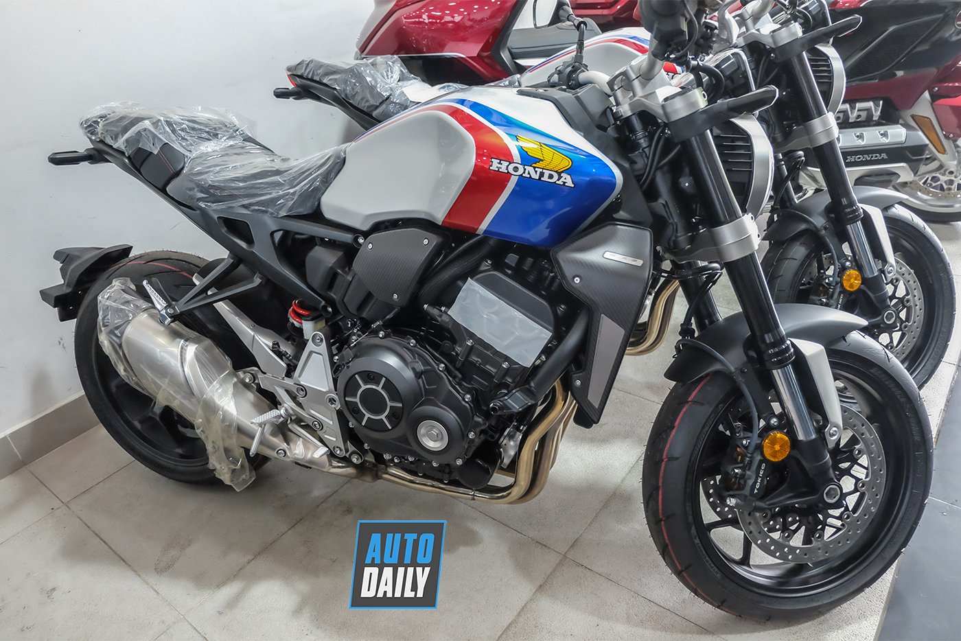 honda-cb1000r-plus-limited-edition-2019-7.jpg