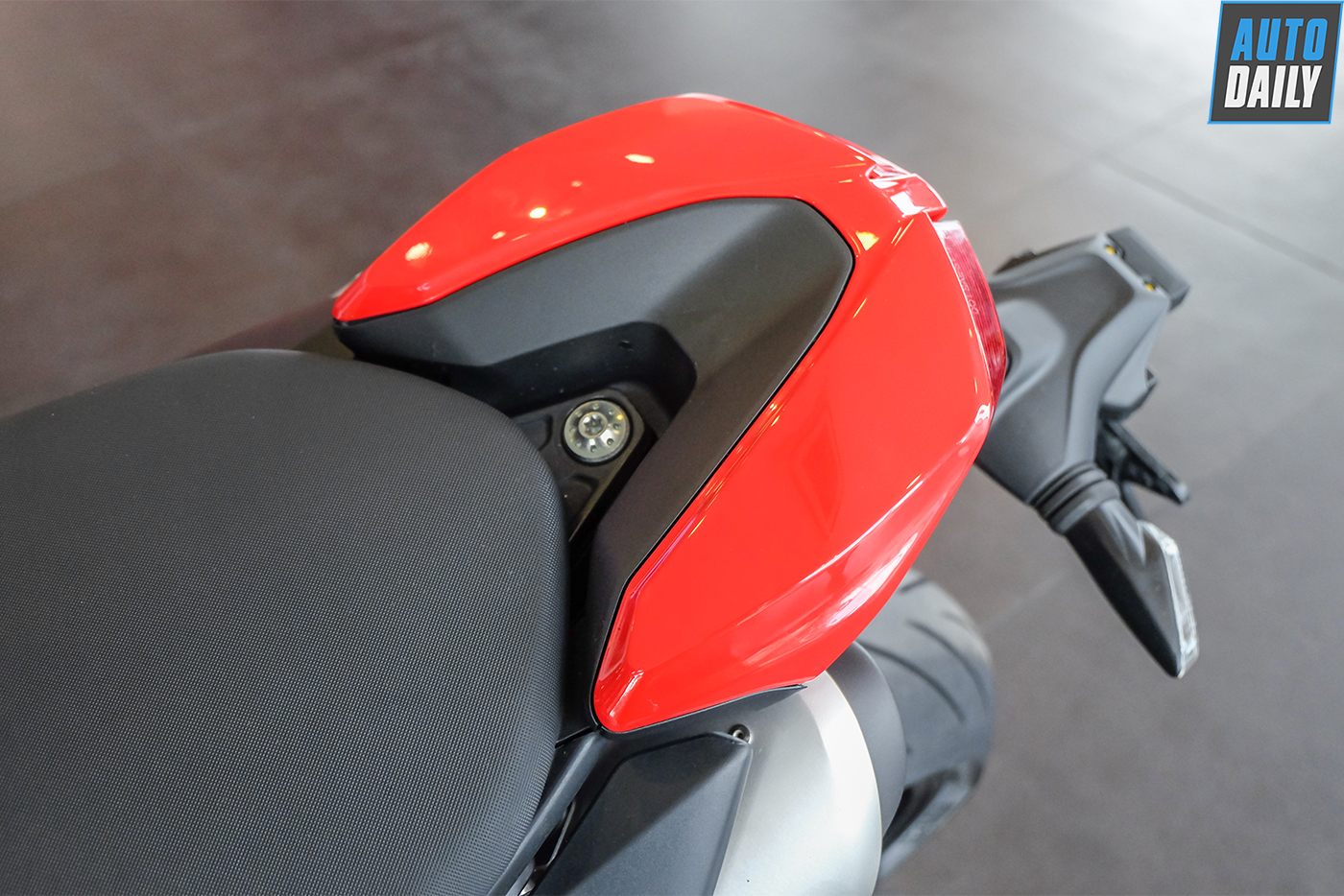 ducati-hypermotard-950-2019-88.jpg