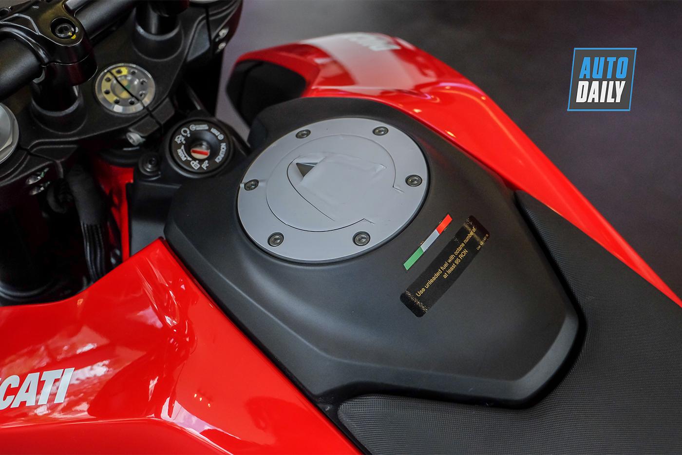 ducati-hypermotard-950-2019-93.jpg