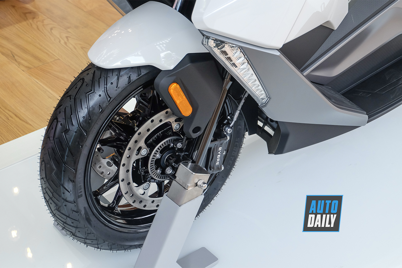 bmw-motorrad-c400gt-3.jpg